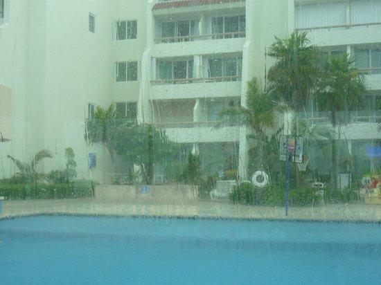 Solymar Cancun Beach Resort: cerca de la pileta