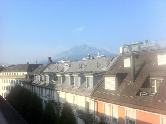 Ameron Hotel Flora Luzern : mt pilatus view from room