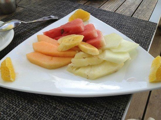 Sandy Haven Resort: Breakfast Fruits