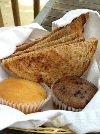 Sandy Haven Resort: Breakfast Muffins and Toast