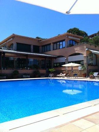 Hotel Restaurante Sa Punta: Prespectiva piscina verano