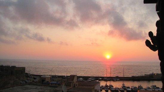 Rosa dei Venti : Lever se soleil depuis le toit terrasse