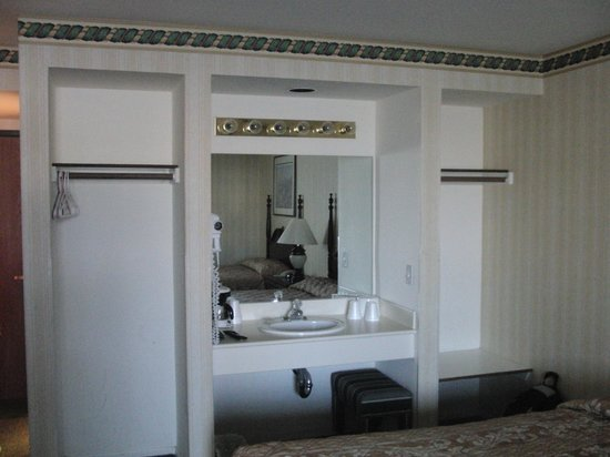 Longstreet Hotel & Casino: Room