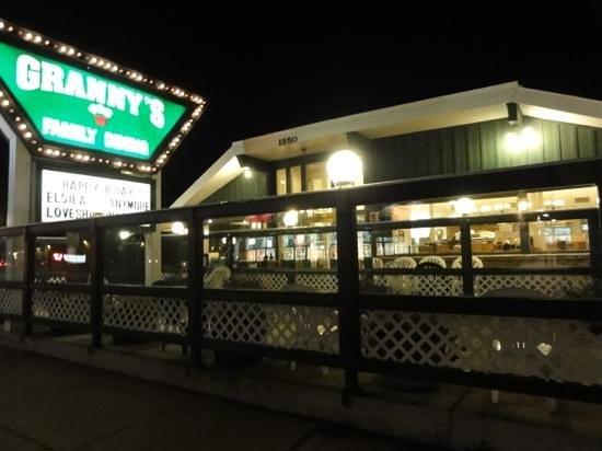 Granny's Restaurant : Granny's at night.
