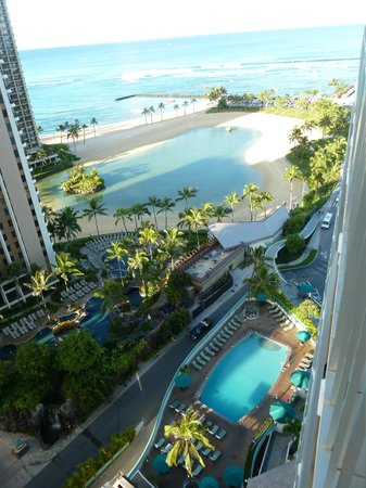 Ilikai Hotel & Luxury Suites: View from Balcony (Ilikai Pool, Hilton pool & Lagoon)
