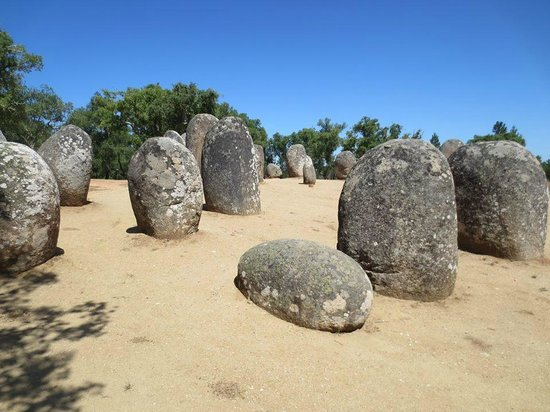 Albergaria do Calvario: The monoliths