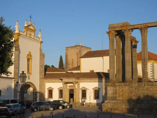 Albergaria do Calvario: The remains of the Temple of Diana