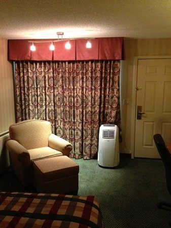 Red Lion Inn & Suites Missoula: view of entrance to room. that white machine is the rooms air condition.