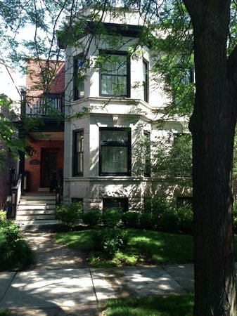 Chicago Guest House: Home for two weeks...