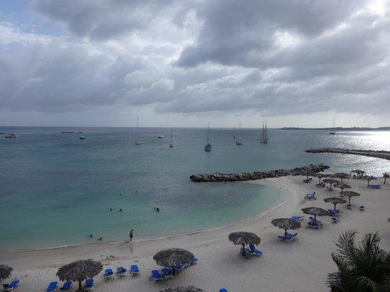 Royal Palm Beach Resort: Beach side