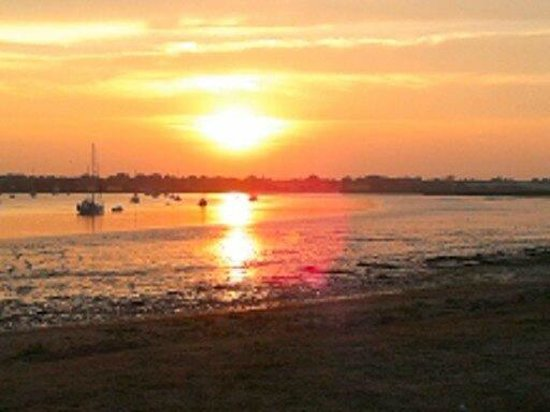 The Ramsholt Arms : Sunset after dinner