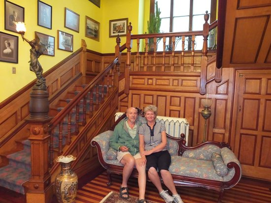 Bread And Roses Inn: The foyer is large and beautiful! We thoroughly enjoyed are stay.