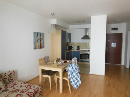 Aboriginal Budapest Apartments: A few times we used the table, we most liked the balcony!