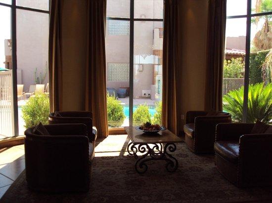 Lodge on the Desert : Lobby
