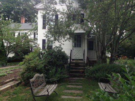 Scranton Seahorse Inn: View of the back garden