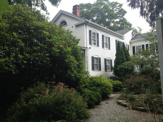 Scranton Seahorse Inn : Side view of house
