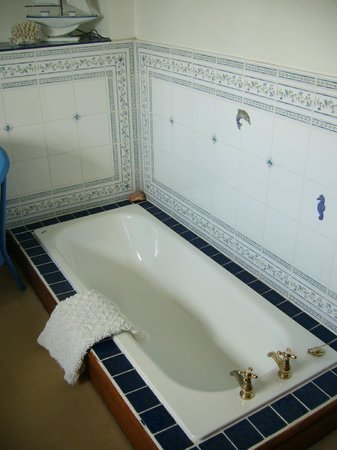 Pen-y Bryn Guest House: Sunken Bath Tub