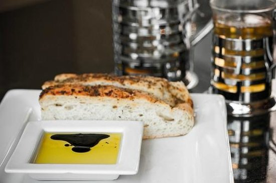 The Fixx Pasta Bar and Cafe: Starter Bread with Oil and Vinegar. Moteas Lemongrass Green Tea