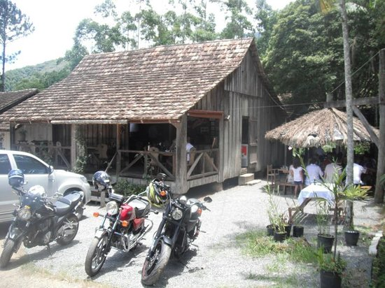 Vale das Trutas: Bem acochegante, restaurante estilo enxaimel