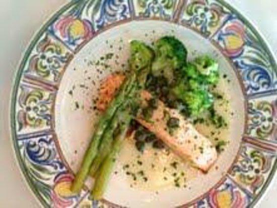 Alfano's Restaurant: Salmon Piccata