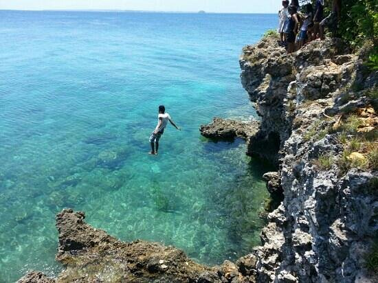 Guimbitayan Beach: base jumping
