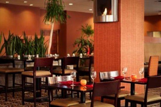 Sheraton Phoenix Airport Hotel Tempe: Fire + Spice