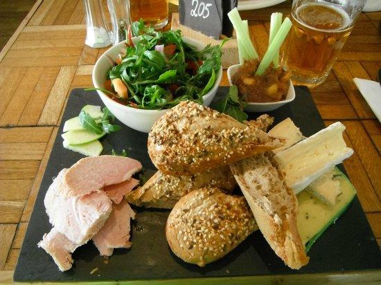The Heights Bar & Kitchen: Welsh Ploughman's