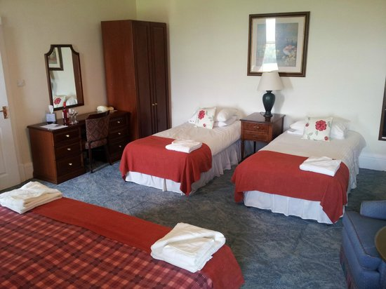 Gartmore House: Our room 207 en suite king size bed & 2 singles  given this room for only the two of us ...resul
