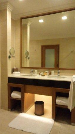 Royale Chulan Kuala Lumpur: his and her basin