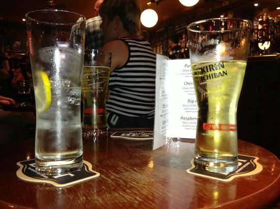 Cavens Arms: Drinks in the pub