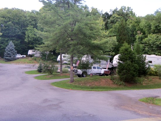 Rocky Top Campground: Spacious sites