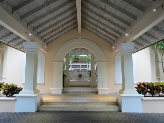 Turtle Beach by Elegant Hotels: Leading to the lobby