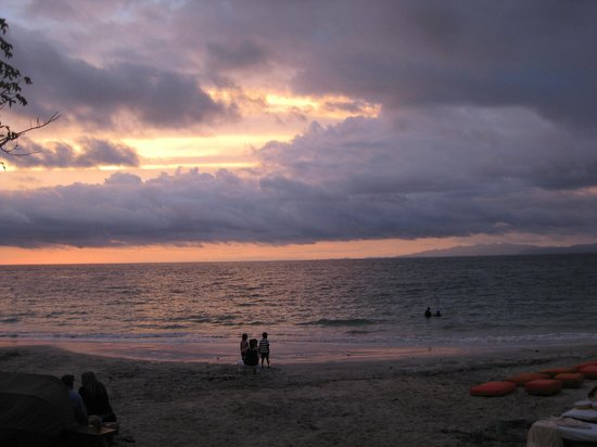 Four Seasons Resort Costa Rica at Peninsula Papagayo: sunset over the Pacific Ocean