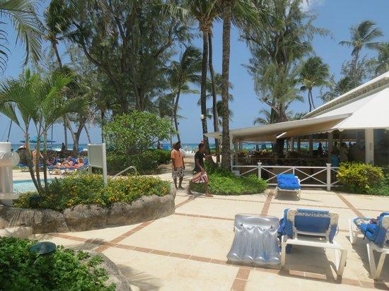 Turtle Beach by Elegant Hotels: Walkway to the beach