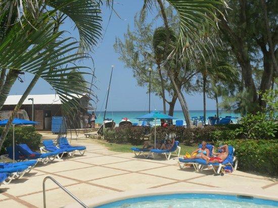 Turtle Beach by Elegant Hotels: Walkway to Captain Sams