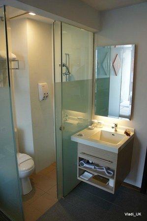 Aqueen Hotel Balestier: bathroom
