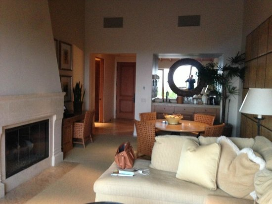 The Resort at Pelican Hill: Living Room Area of Bungalow Suite