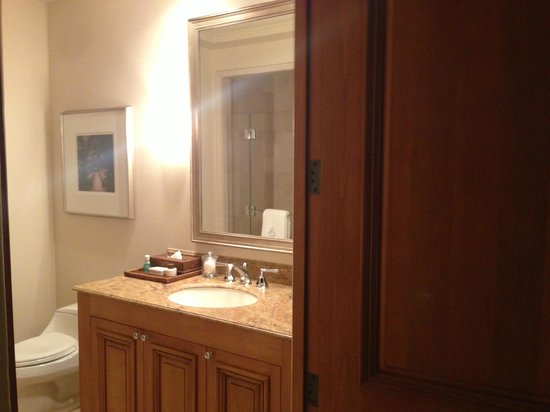 The Resort at Pelican Hill: Bathroom View in Bungalow Suite