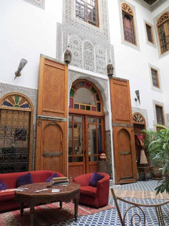 Riad La Cle de Fes: Internal couryard & reception area