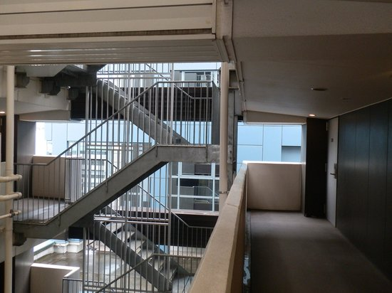 Hotel MyStays Hamamatsucho : Internal Stairs