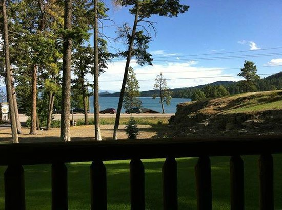 Somers Bay Log Cabin Lodging: view from our cabin's front porch