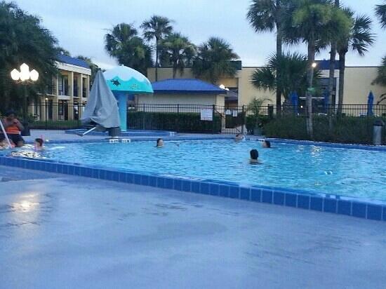 Days Inn Orlando Airport Florida Mall: fun night