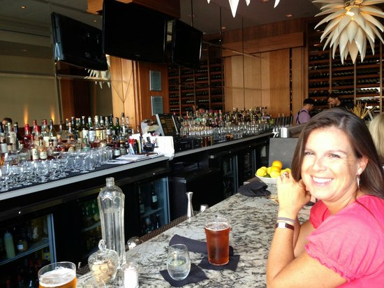 Hotel Rialto: Wow - the tapas bar with the awesome bartenders