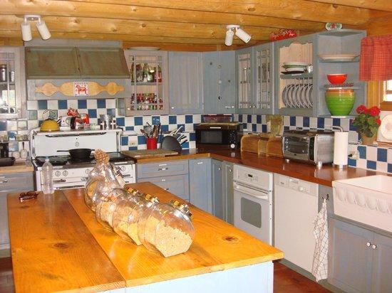 Lillaskog Lodge: Welcoming Kitchen