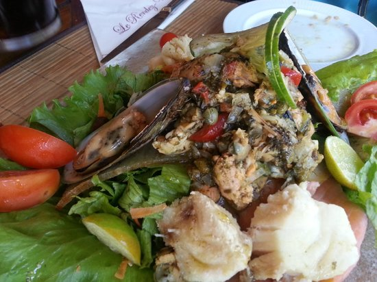Le Rendez Vous : Seafood Salad tastes good