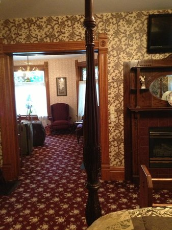 Victorian Dreams Bed and Breakfast : Looking into sitting area from bedroom