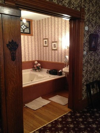 Victorian Dreams Bed and Breakfast: Bathroom