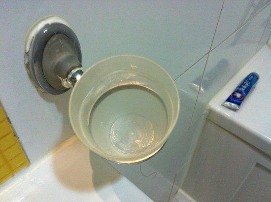 Hotel Athene: 廁所漱口杯很髒