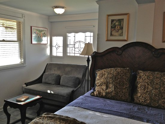 The Original Romar House Bed & Breakfast Inn: Mardi Gras room