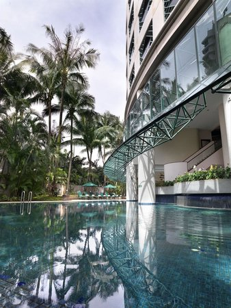 Ambassador Row Hotel Suites by Lanson Place : Swimming Pool